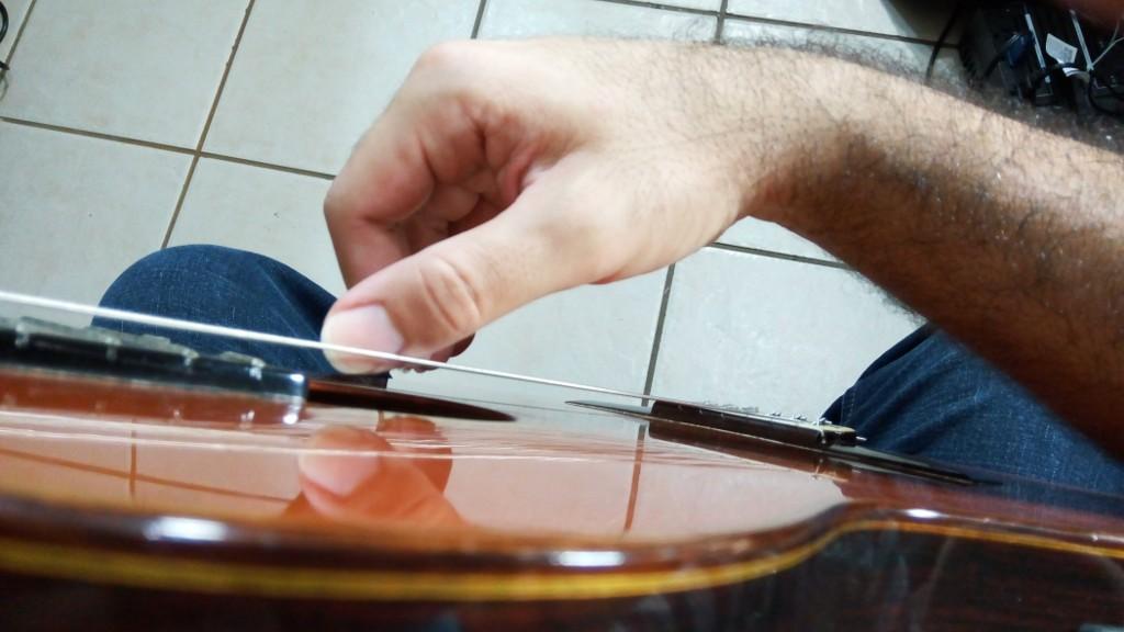 Posición correcta de la mano derecha en la guitarra